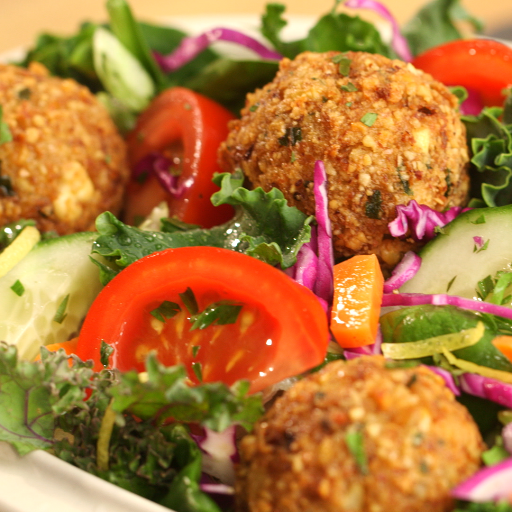 clean eating falafel salad by arielle haspel of bewellwitharielle.com for healthination