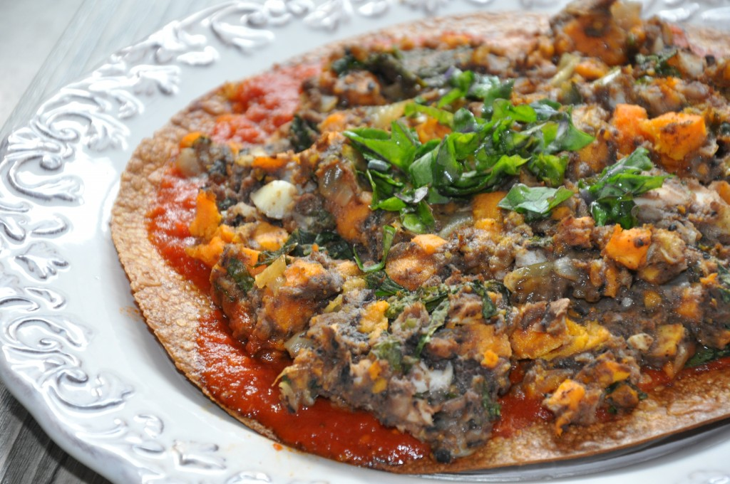 cheeseless pizza with black beans, sweet potatoes and kale. gluten free and dairy free